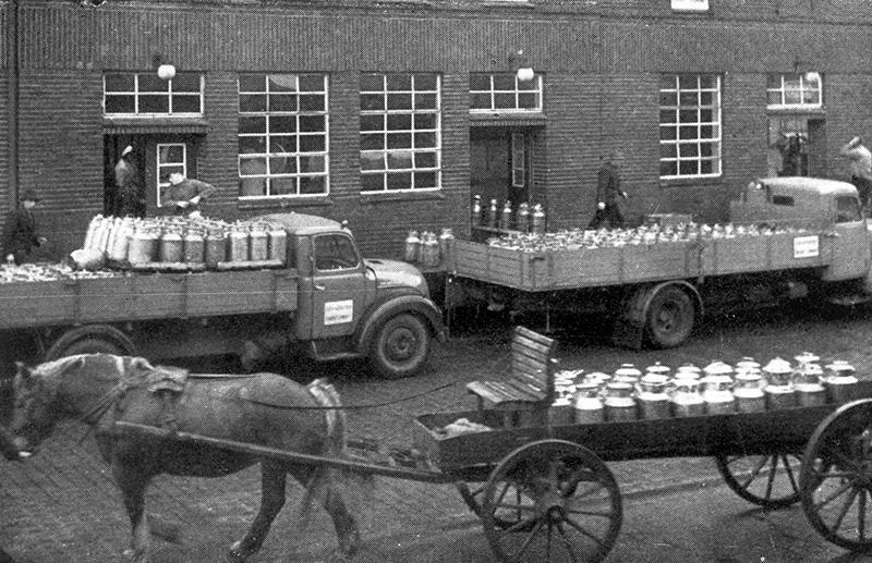 Traditionelle Milchsammler der ehemaligen Molkerei Rhede